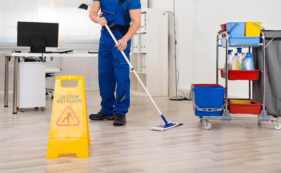 cleaner cleaning offices
